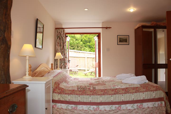 Paddock Cottage, On The Garlic Farm - Isle of Wight - Bed & Breakfast