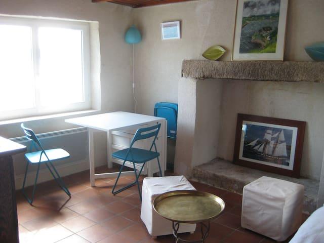 Typique maison de douaniers - Saint-Pabu - House