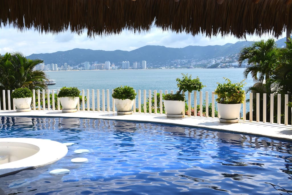 Private pool features a deep-end and a shallow-end, as well as an in-pool bar. Unobstructed view of the ocean!