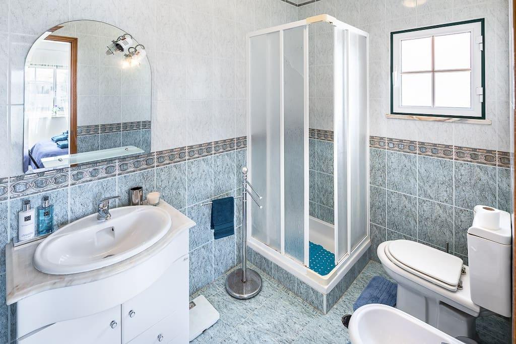 On suit Bathroom