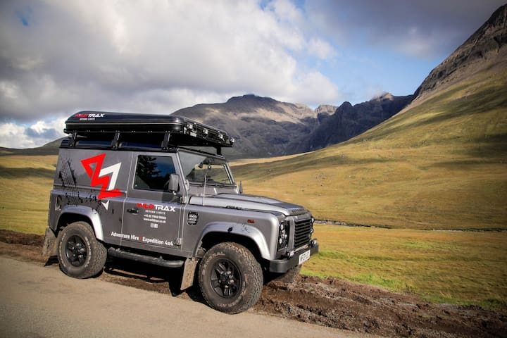 Landrover Defender 90 with unique roof tent hire.