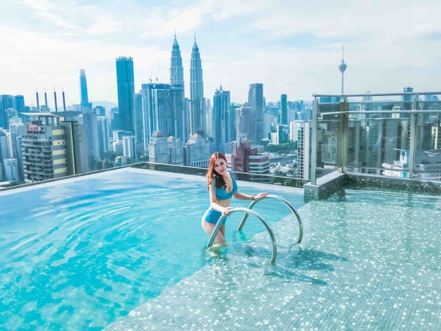 NEW 360 VIEW SKY POOL EXPRESSIONZ Deluxe Suite