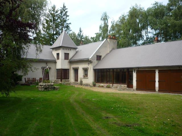 Chambre dans une grande maison - Morigny-Champigny - Penzion (B&B)
