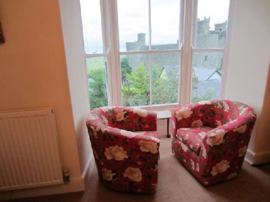 Swivel chairs with views of Harlech Castles, Ocean, and Snowdon