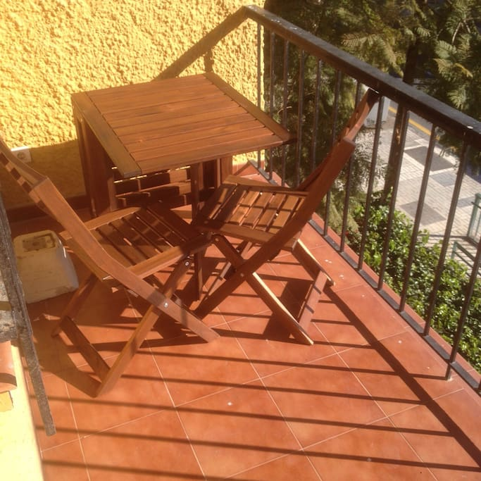 balcony with an extendable table