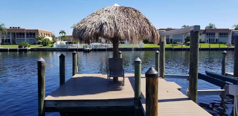 Cozy Scenic Waterfront Tiki Fun