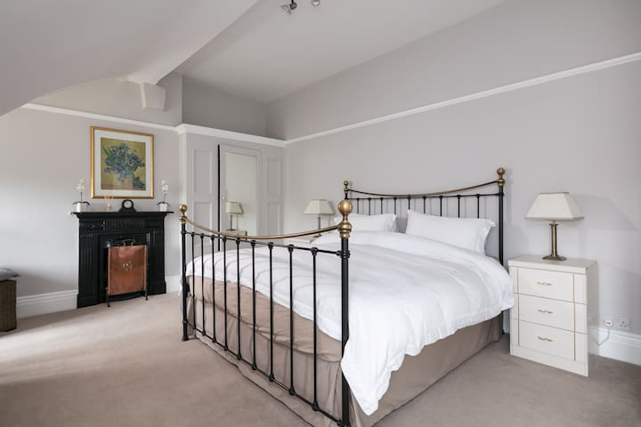 Fabulous top floor suite - 2 bedrooms+bathroom - Stretford - Apartamento