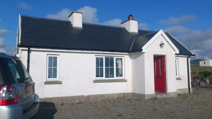 'Roisin Ban' Irish Coastal Cottage - Belmullet - Dům