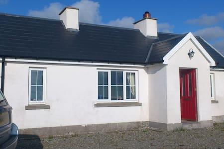 'Roisin Ban' Irish Coastal Cottage - Belmullet - Maison