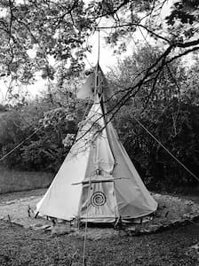 Under The Lime Tree Spa ~ Tipi - Cellefrouin - Tipi