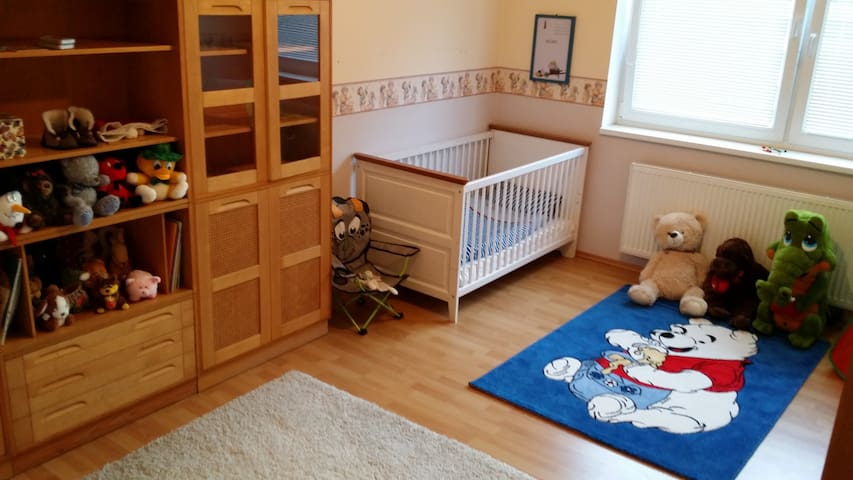 Family-friendly spacious apartment in Bratislava - Bratislava - Lejlighed
