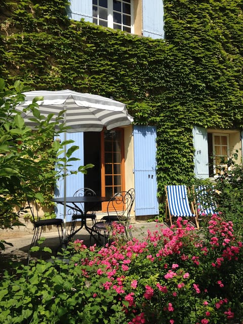 Gite Vallee- Pretty apartment with pool