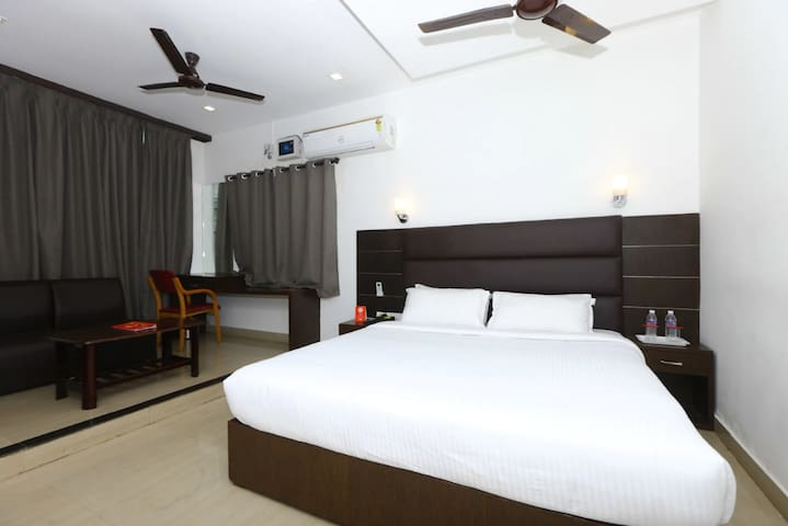 Comfortable rooms in the Heart of T Nagar,Chennai