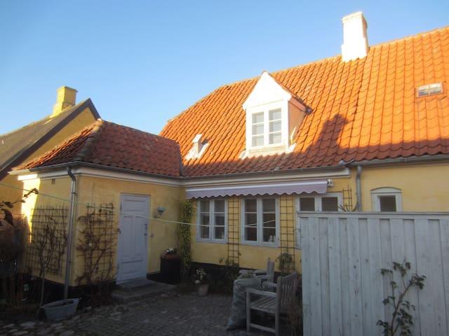 Hus i gamle Dragør udlejes
