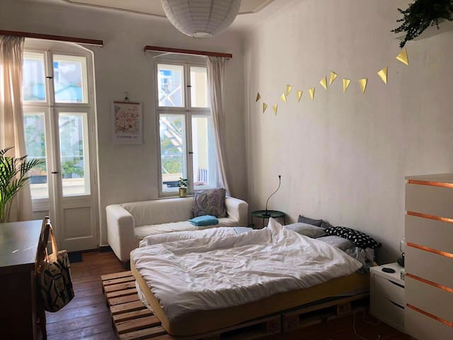 Bright room with balcony in Prenzelauer Berg