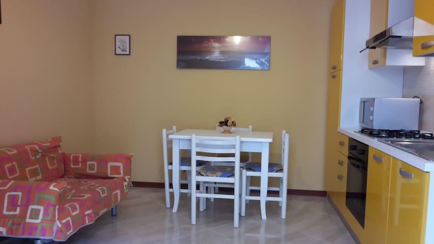 Trapani apartment with courtyard - Trapani - Rumah