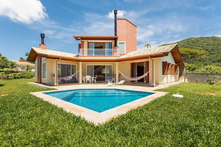 Sobrado com piscina no Campeche - Florianópolis - Casa