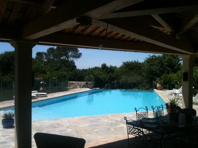 Villa et superbe piscine entre Mer et Cévennes