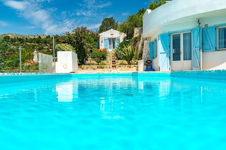 Fantastica Villa stile Grecia con Piscina-Margiò