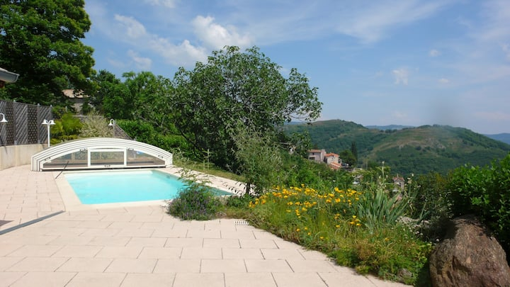Gîte avec piscine privée couverte