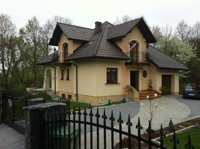 A luxury house with garden instead of a hotel. - Wieprz - Дом