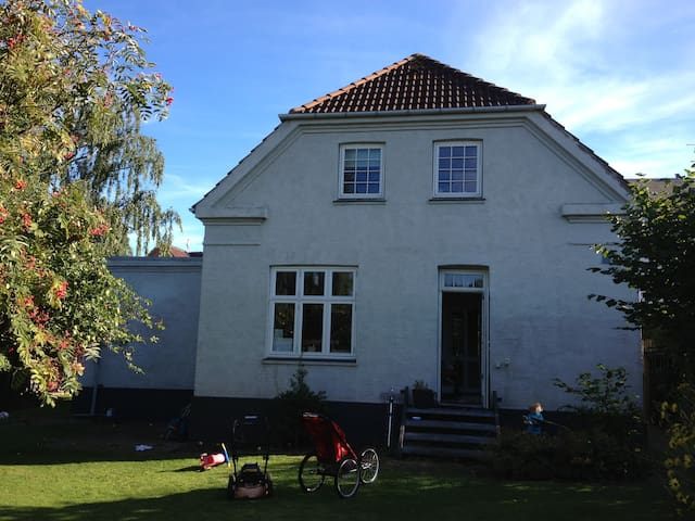 Nice, big house - 3 min from station. 10 min town. - Roskilde - Casa