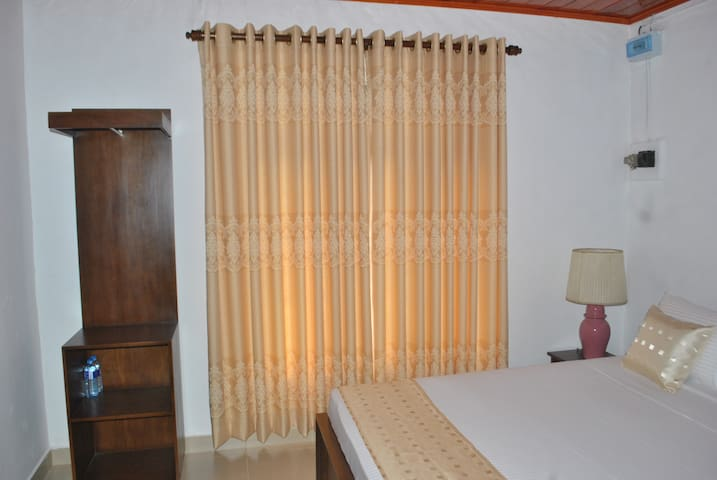 Hermanns Residence - Gampaha - Bed & Breakfast