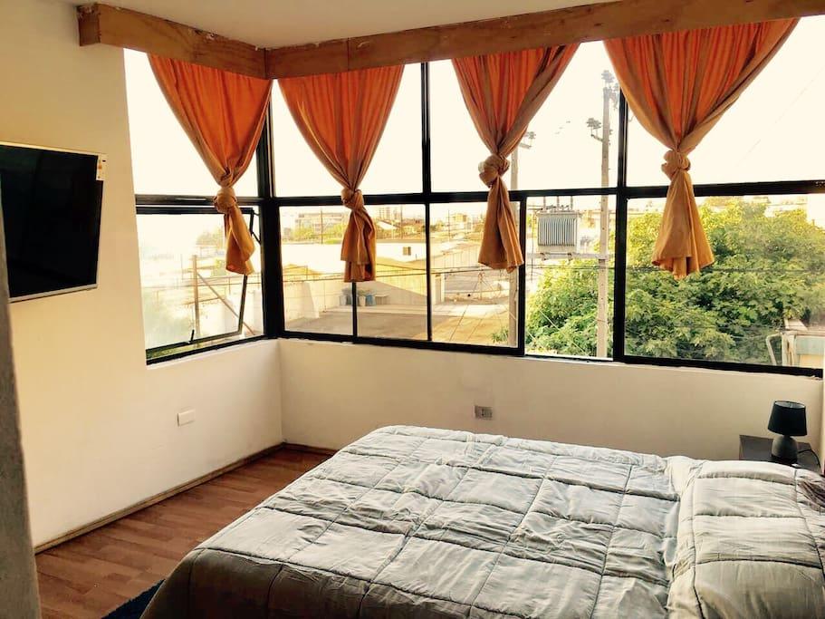 """Dormitorio matrimonial sin baño, tv 49"""" con netflix."""