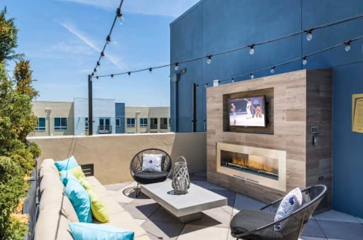Upscale Irvine apartment getaway