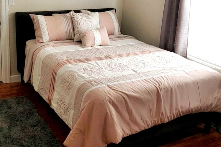 Comfy 1 Bed, Private Entrance, Close to Boston