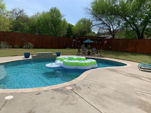 Book for Fall! Pool is heated til November+Hot Tub