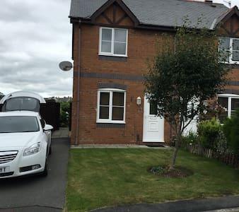 Modern 2 bed house outskirts cfon - Caernarfon