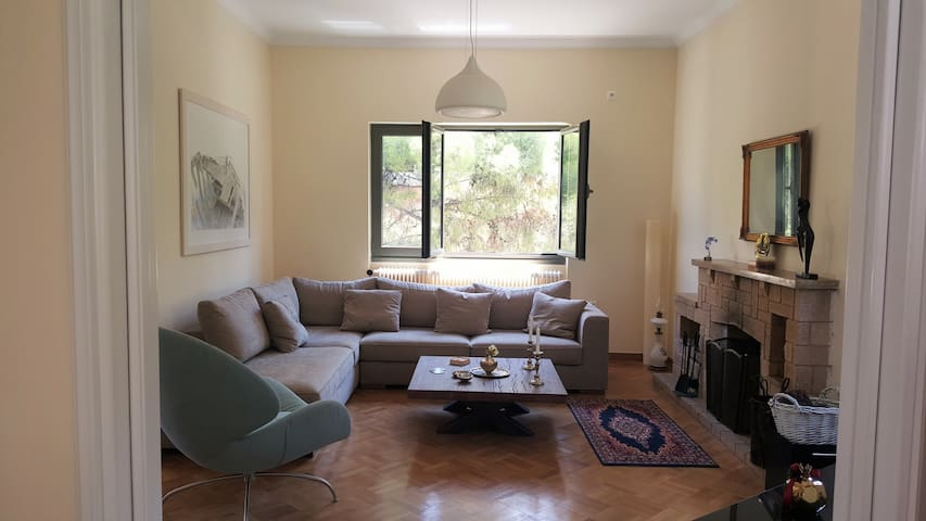 Entire floor apartment in Maroussi - Marousi - Apartamento