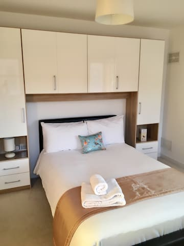 CITY CENTRE 5 Min Walk Luxury Apartment Sleep 6