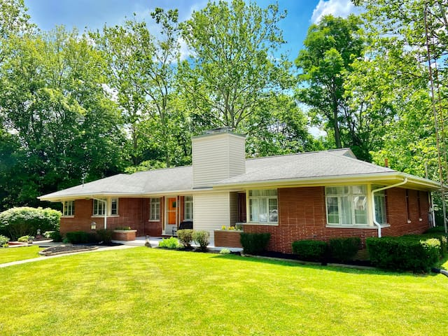 Wright Arbor House: Mid-Century Living