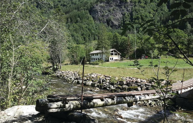 Holiday cottage with 4 bedrooms on 120 m² in Eikelandsosen