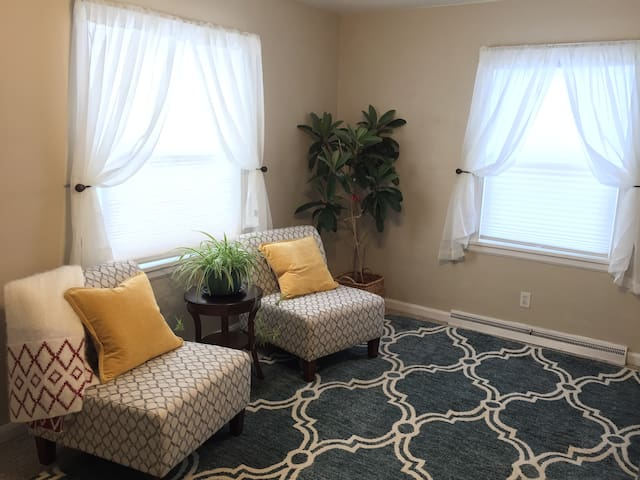 Walking distance to ND and Warren Golf Course