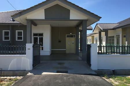 ZARA Homestay Kelulut - Marang