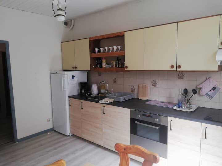 Bel appartement pratique, refait, proche du centre