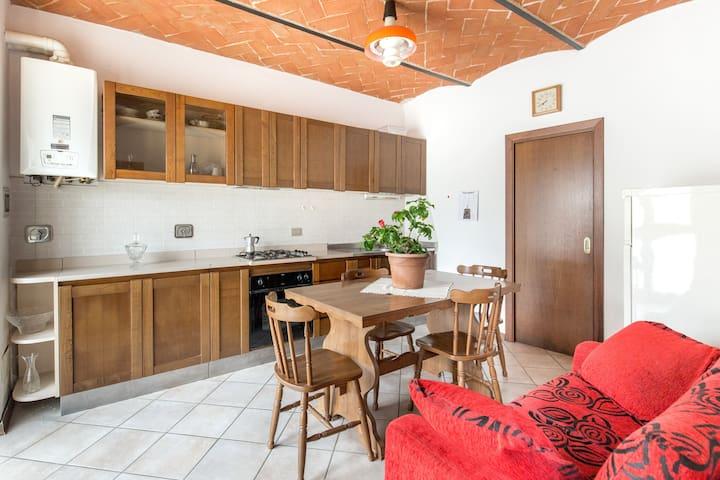 Appartamento vicino The Mall Leccio - Burchio  - Lägenhet