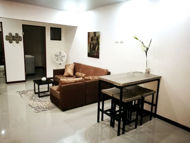 CASA CARIBE: LIVE IN A EXQUISITE AFROCENTRIC HOME