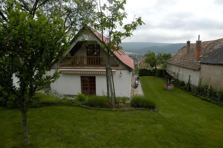Love&Life Country - Tardos - House