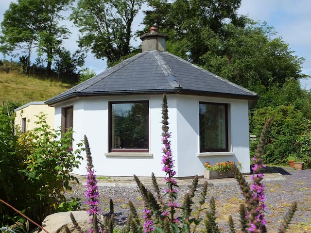 Unique cottage in peaceful setting, - Bantry - Hus