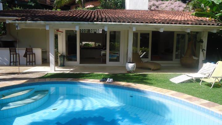 Linda casa em Ilha Bela - Praia Juliao