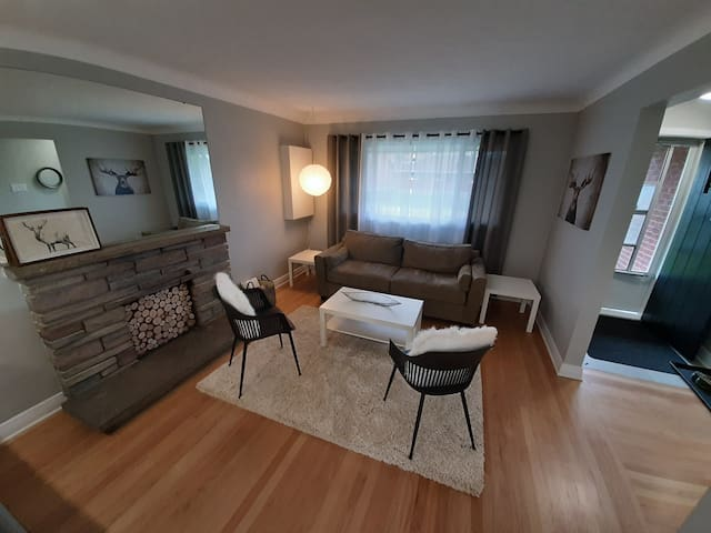 Brand New 4 Bedroom Home, 5 minutes to Downtown