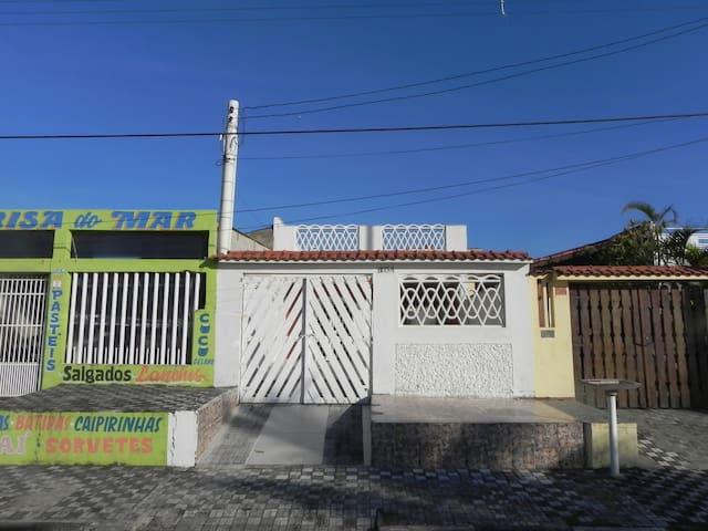 Casa frente a Praia em Mongaguá - Mongaguá - Huis