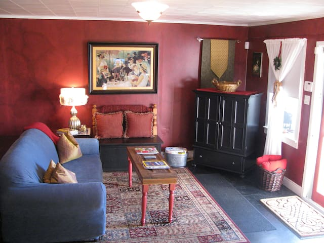 Apartment A, A Charming B&B Cottage - Abbeville