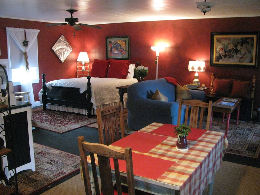 Overview of Living Room Area, Sleeping Area (Queen Size Bed) and Kitchen Table