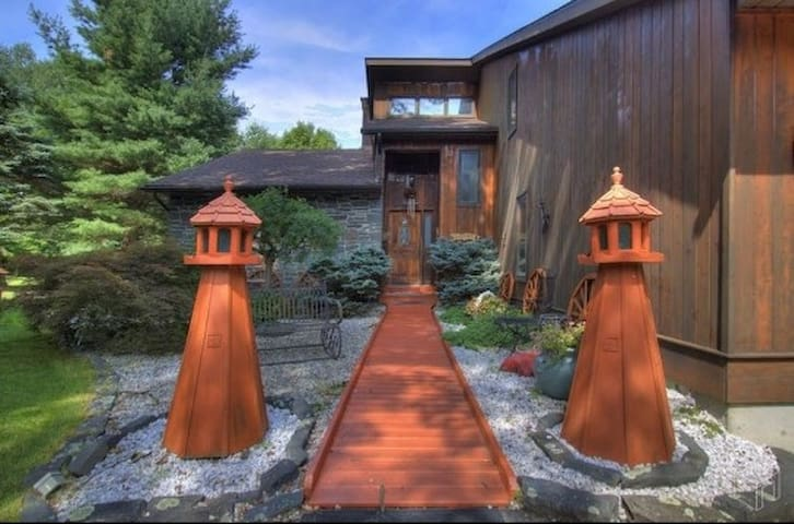 The Secret Gardens Chalet
