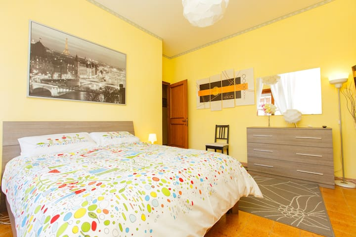 Spacious Room Adjacent to Metro B - Rome - Appartement